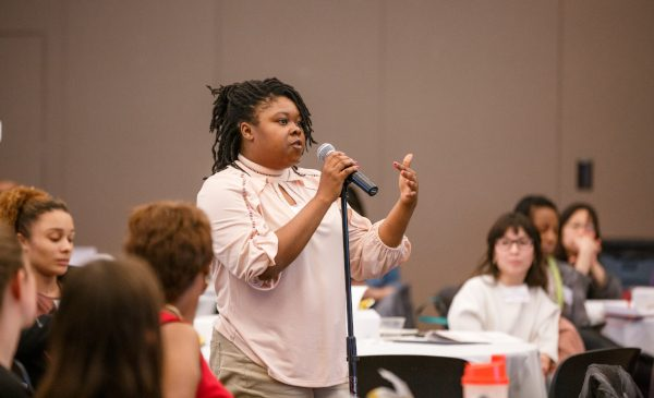 An audience member poses a question to a panel at the 2019 Minority Health Conference at UIC.