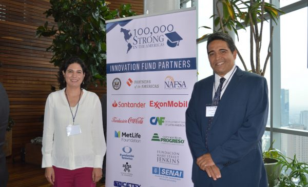 Carlos Eduardo Linares Reyes, chair, Department of Academic Exchange and International Liaison, and Dr. María Eugenia Ocampo Granados, Academic Dean, National Institute of Public Health, accepting the award at the award ceremony in Mexico City.
