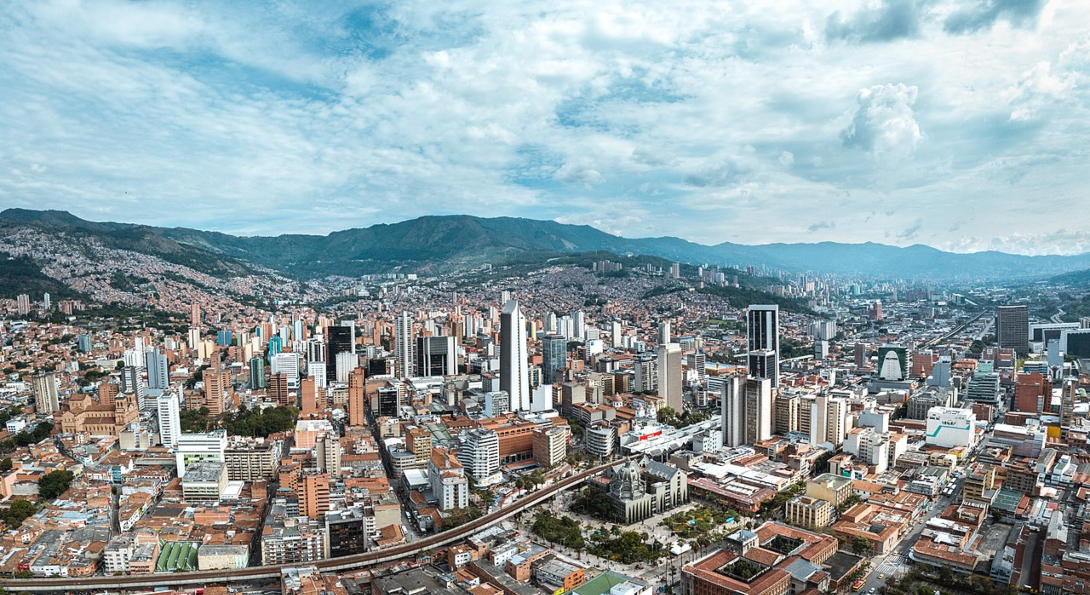 Wide-angle view of the city of Medellín, Colombia and the surrounding mountains.